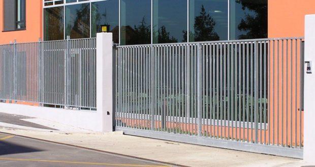 Je libo moderní plot? Vsaďte na kovový