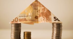 Kde si půjčit, když nestačí peníze do výplaty?